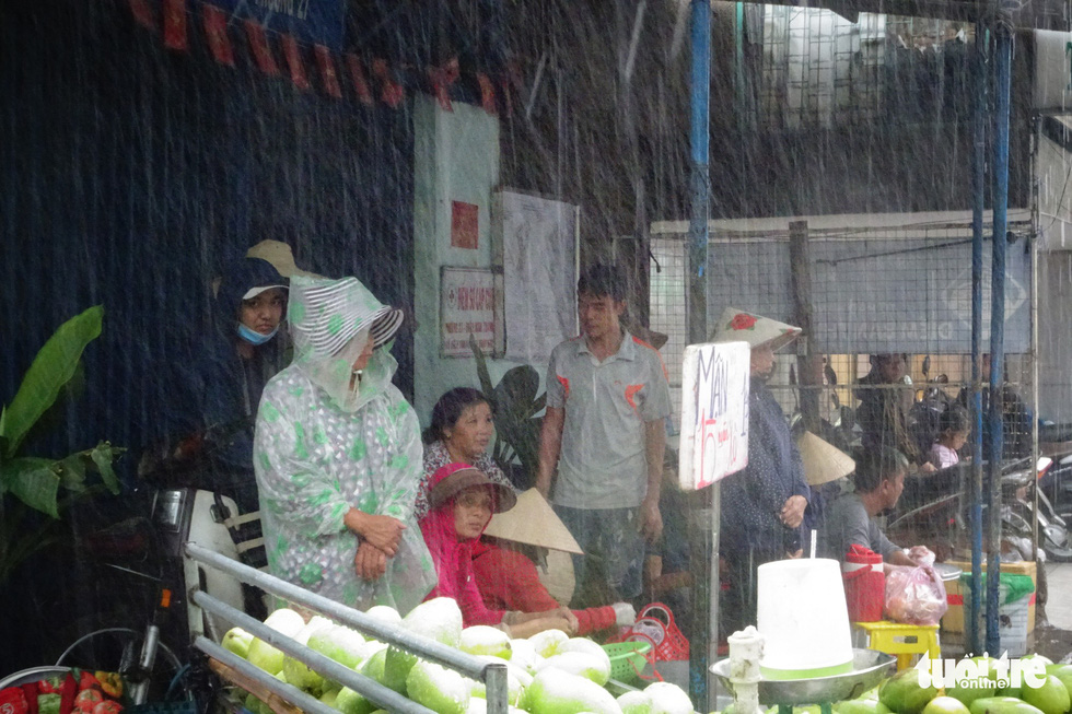 Heavy rain in many areas, cooling for Ho Chi Minh City holidays - photo 9.