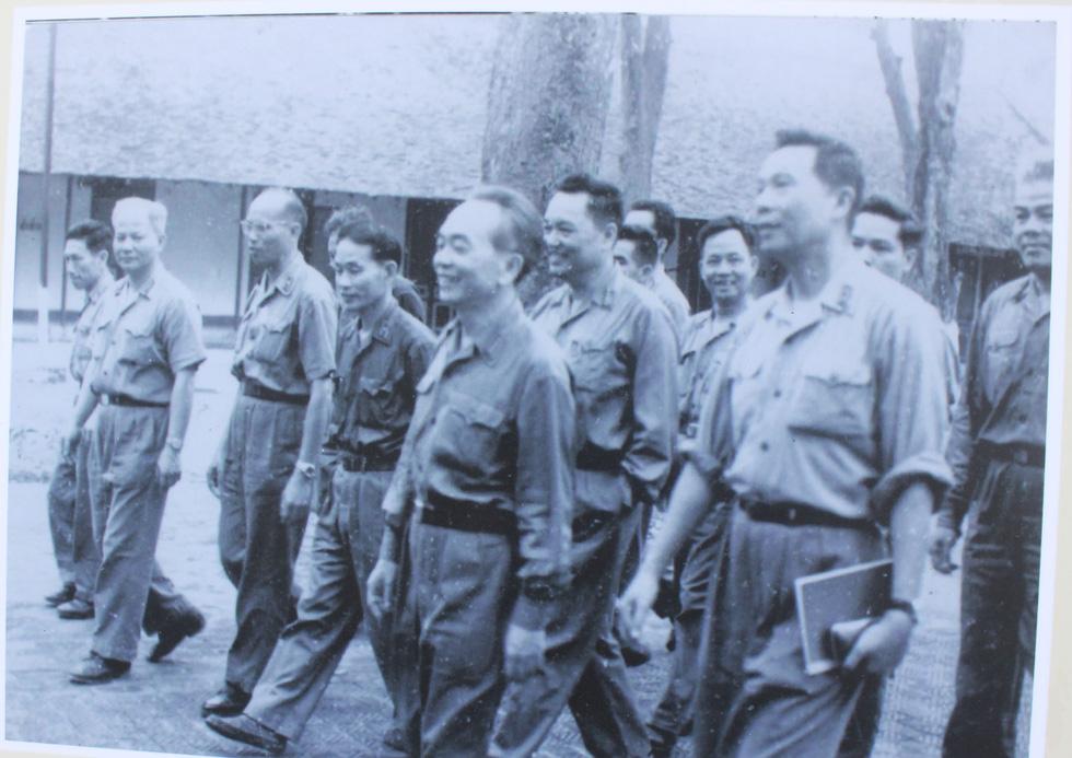 Ngắm những bức ảnh lịch sử vào ngày thống nhất đất nước - Ảnh 4.