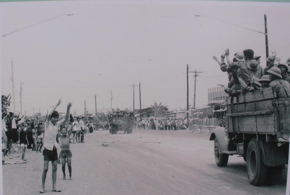 Ngắm những bức ảnh lịch sử vào ngày thống nhất đất nước - Ảnh 7.