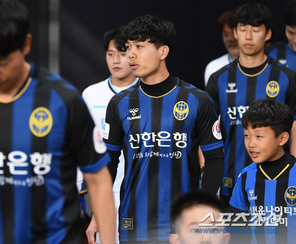 Ảnh Công Phượng thi đấu nỗ lực lần đầu đá chính trên báo Hàn - Ảnh 2.