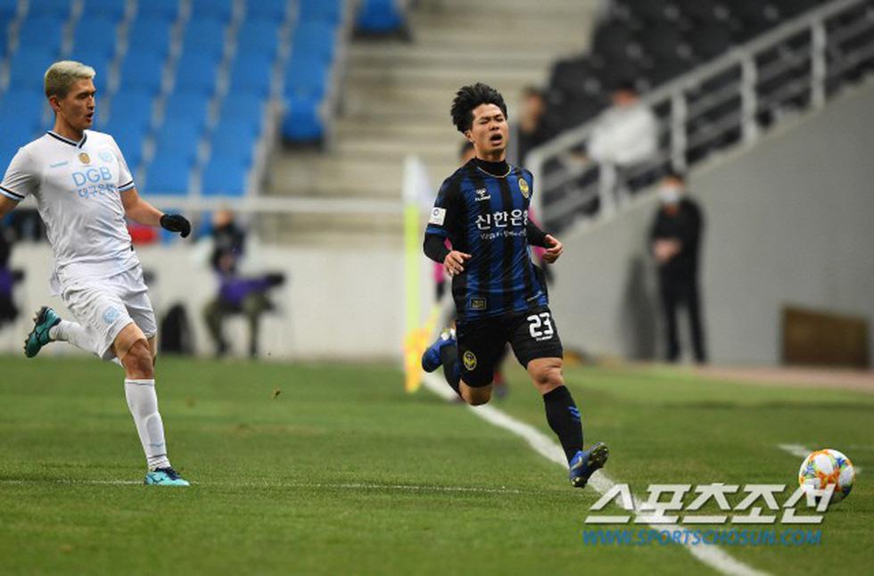 Ảnh Công Phượng thi đấu nỗ lực lần đầu đá chính trên báo Hàn - Ảnh 5.
