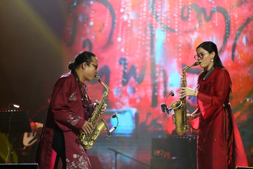 Nhớ Trịnh Công Sơn, Tokiko Kato ôm đàn hát Bài ca tặng anh - Ảnh 8.