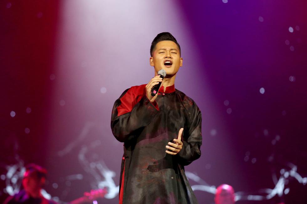 Nhớ Trịnh Công Sơn, Tokiko Kato ôm đàn hát Bài ca tặng anh - Ảnh 9.