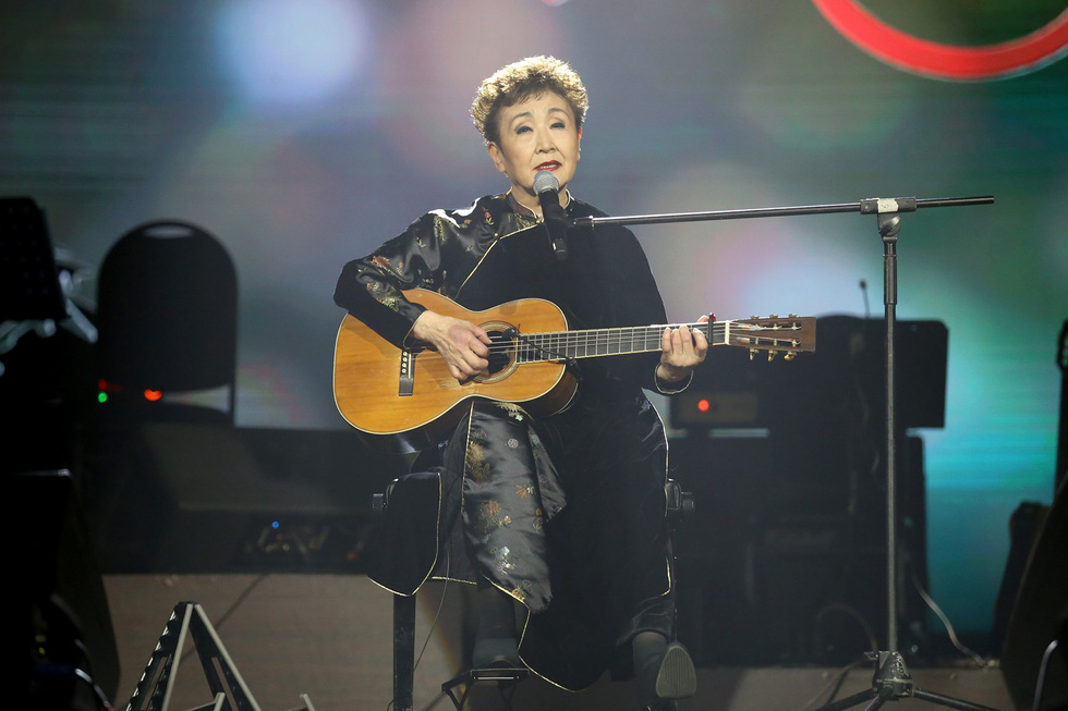 Nhớ Trịnh Công Sơn, Tokiko Kato ôm đàn hát Bài ca tặng anh - Ảnh 11.