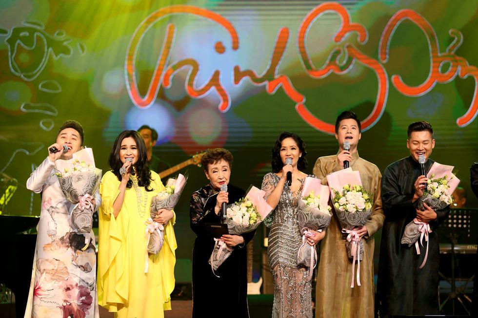 Nhớ Trịnh Công Sơn, Tokiko Kato ôm đàn hát Bài ca tặng anh - Ảnh 12.