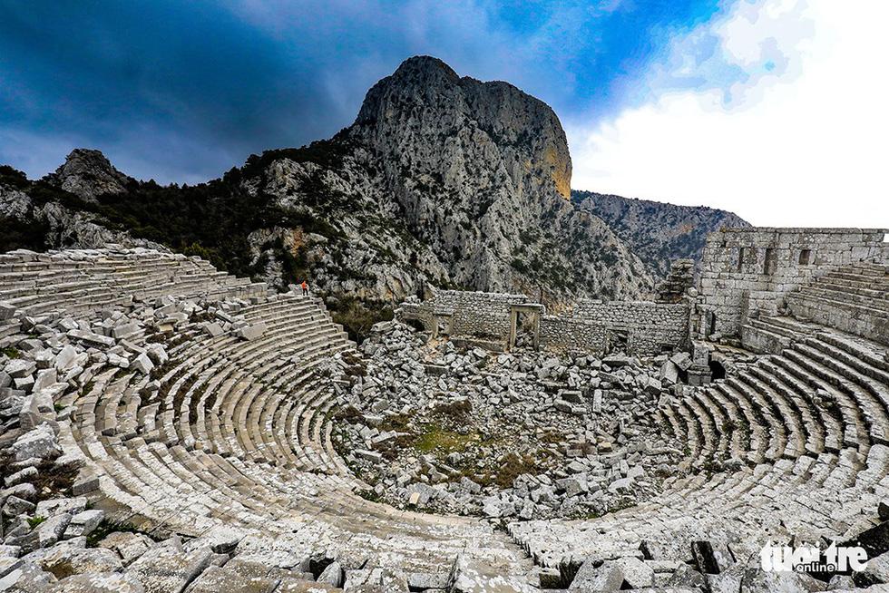 Nghe gió, ngắm mây trên những cổng đá ngàn năm của Termessos - Ảnh 1.