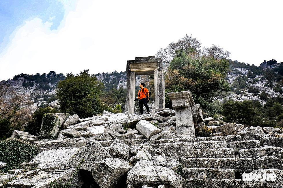 Nghe gió, ngắm mây trên những cổng đá ngàn năm của Termessos - Ảnh 6.