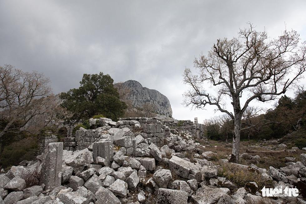 Nghe gió, ngắm mây trên những cổng đá ngàn năm của Termessos - Ảnh 8.