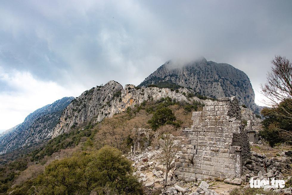 Nghe gió, ngắm mây trên những cổng đá ngàn năm của Termessos - Ảnh 7.
