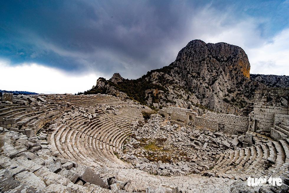 Nghe gió, ngắm mây trên những cổng đá ngàn năm của Termessos - Ảnh 4.