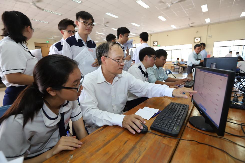 Bộ trưởng Phùng Xuân Nhạ trải lòng sau 3 năm ngồi ghế nóng - Ảnh 4.