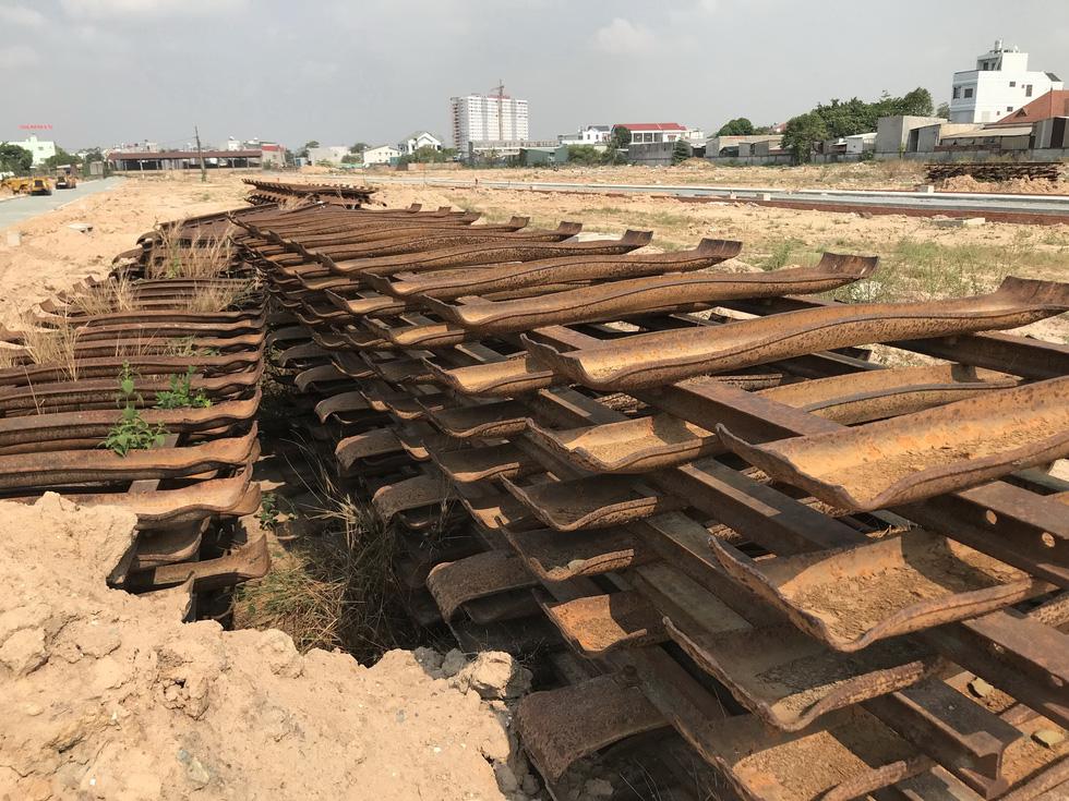 Dỡ đường ray, lấy đất phân lô bán nền - Ảnh 2.