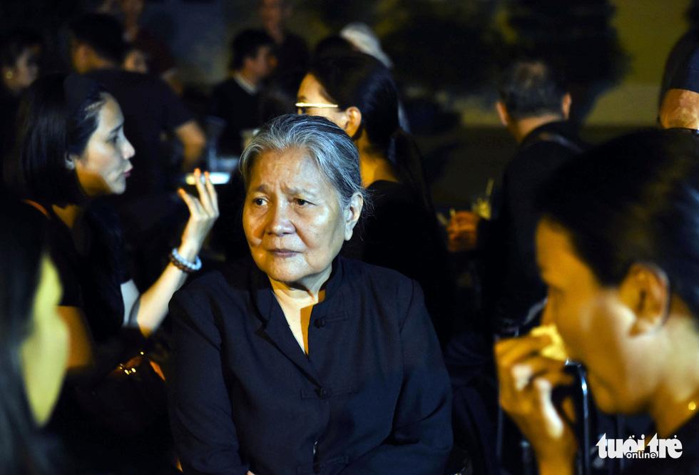 Đồng nghiệp khóc nghẹn trong đám tang nghệ sĩ Lê Bình - Ảnh 11.