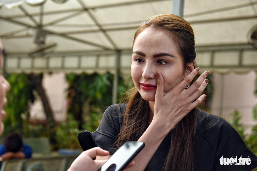 Đồng nghiệp khóc nghẹn trong đám tang nghệ sĩ Lê Bình - Ảnh 7.