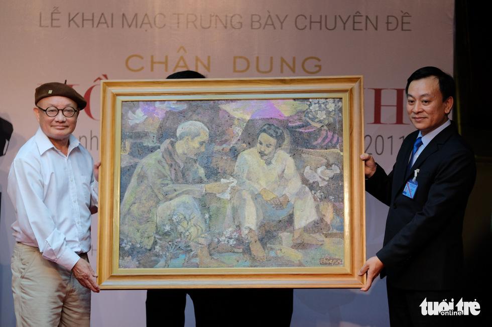 Triển lãm chân dung Hồ Chí Minh từ tranh cổ động - Ảnh 2.