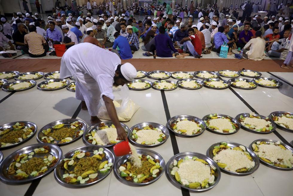 Ramadan 2019 qua những hình ảnh ấn tượng - Ảnh 10.
