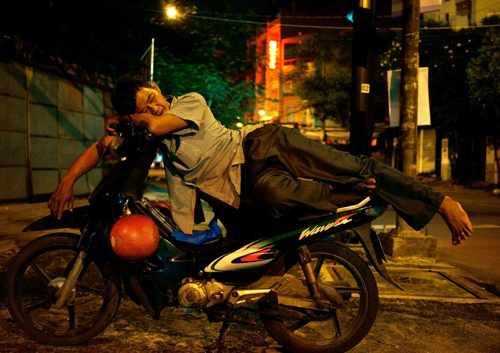 Giấc ngủ bị đánh cắp của người Sài Gòn - Ảnh 1.
