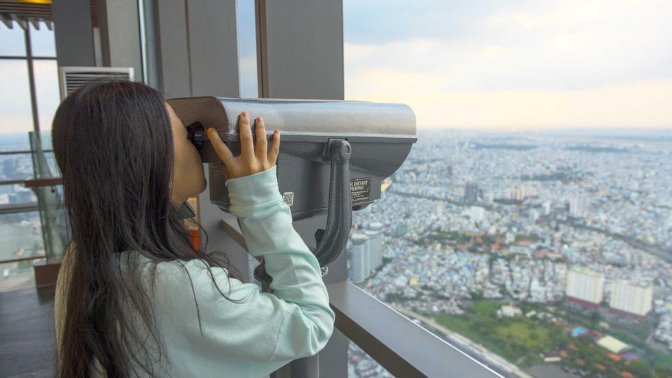 Ngắm Sài Gòn từ độ cao 400m của tòa nhà Landmark 81 - Ảnh 2.