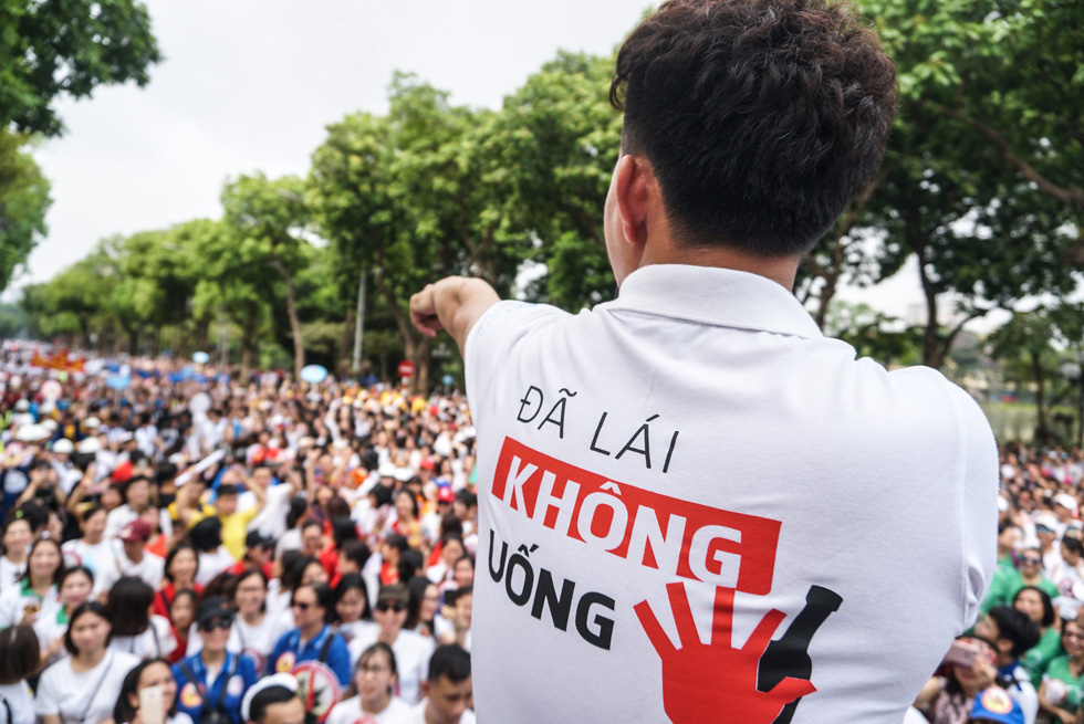 Hàng ngàn người đi bộ cho thông điệp Đã uống rượu bia không lái xe - Ảnh 1.