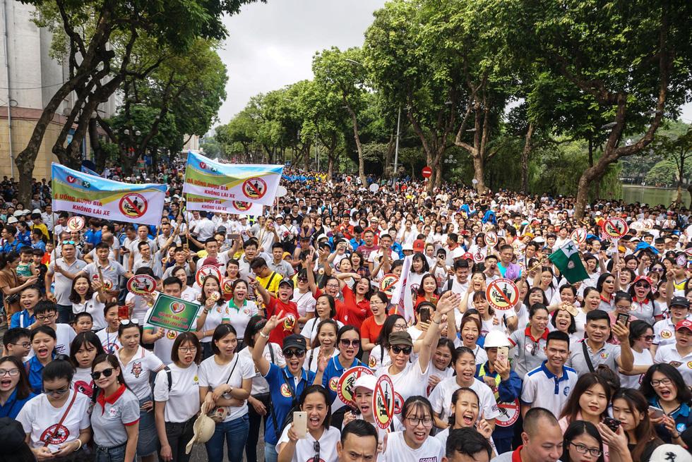 Hàng ngàn người đi bộ cho thông điệp Đã uống rượu bia không lái xe - Ảnh 3.