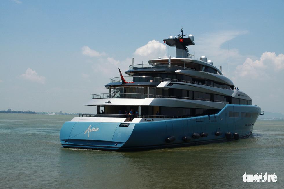 Du thuyền 150 triệu USD của ông chủ đội bóng Tottenham Hotspur cập cảng Tiên Sa - Ảnh 3.