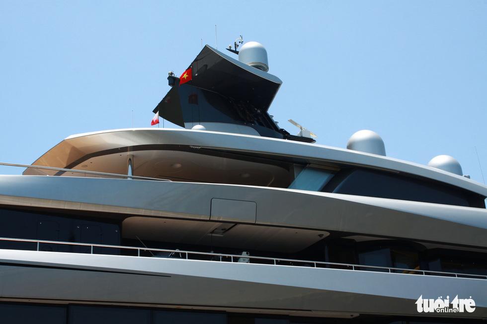 Du thuyền 150 triệu USD của ông chủ đội bóng Tottenham Hotspur cập cảng Tiên Sa - Ảnh 5.