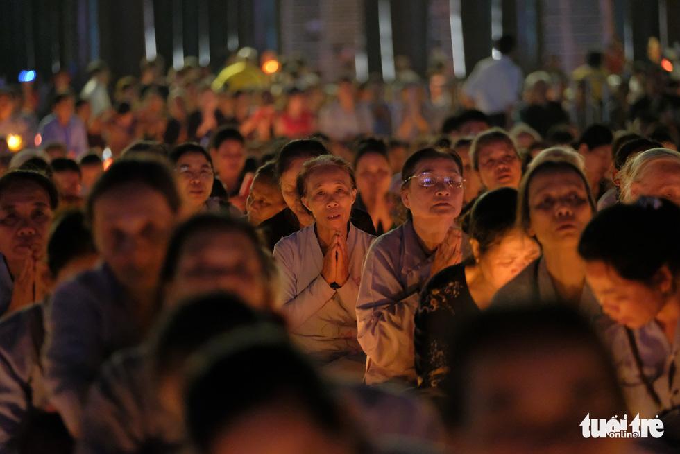 Rực rỡ đêm hoa đăng cầu quốc thái dân an Đại lễ Phật đản 2019 - Ảnh 9.