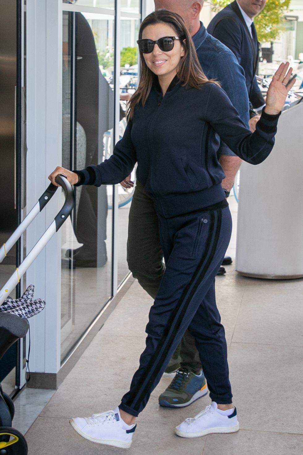 Thời trang sân bay của dàn sao đang ào ạt tới Cannes - Ảnh 9.