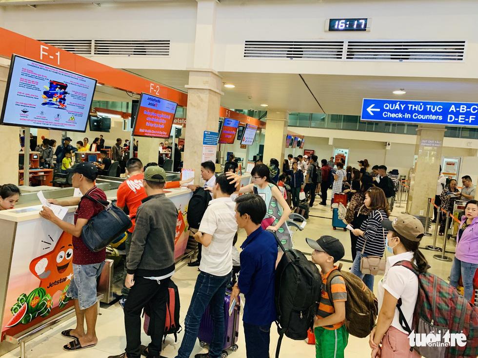 Jetstar Pacific tăng phí hành lý, Vietnam Airlines tung vé siêu tiết kiệm - Ảnh 1.