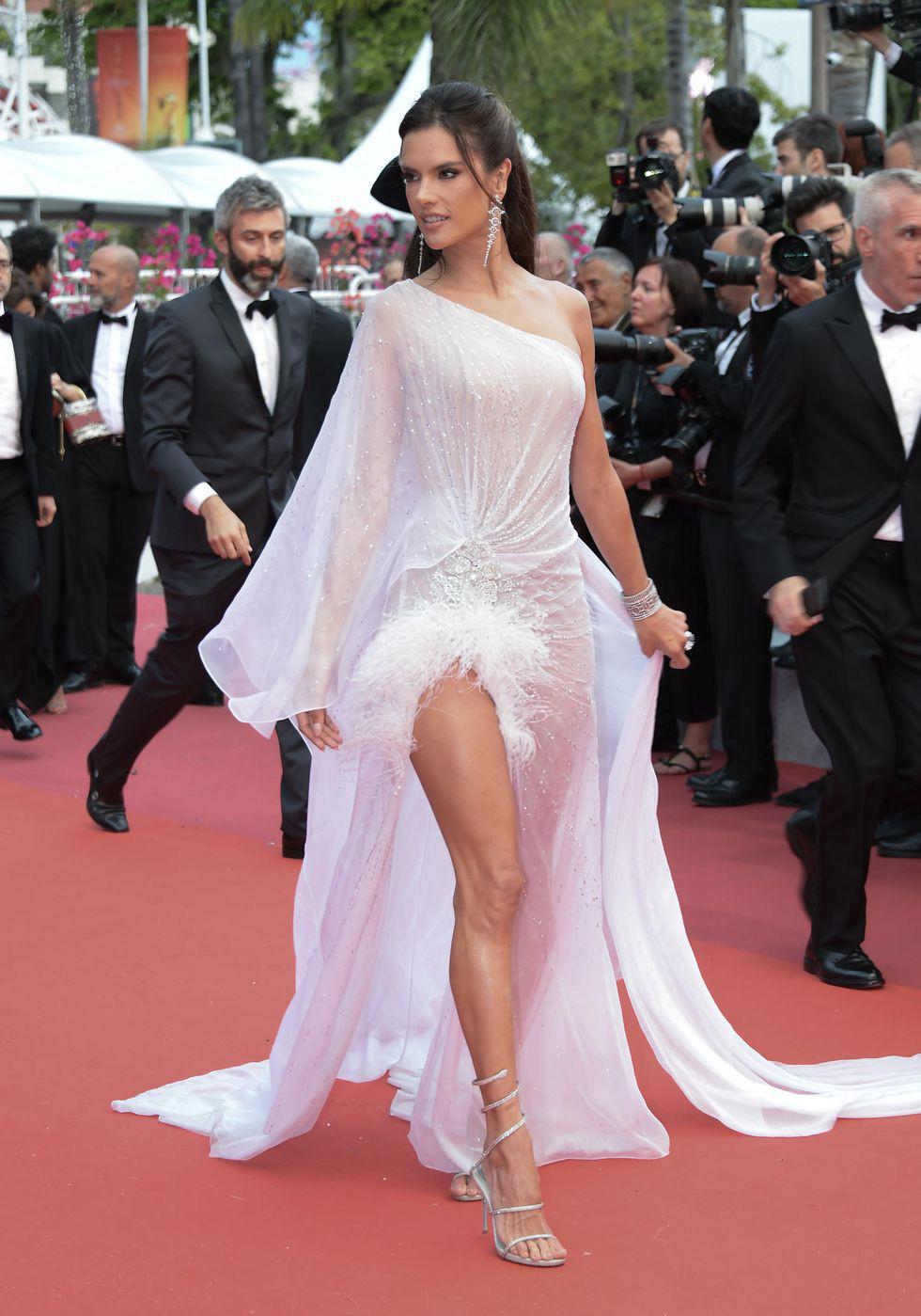 Cannes khai mạc với zombie, chính trị và bình đẳng giới - Ảnh 7.