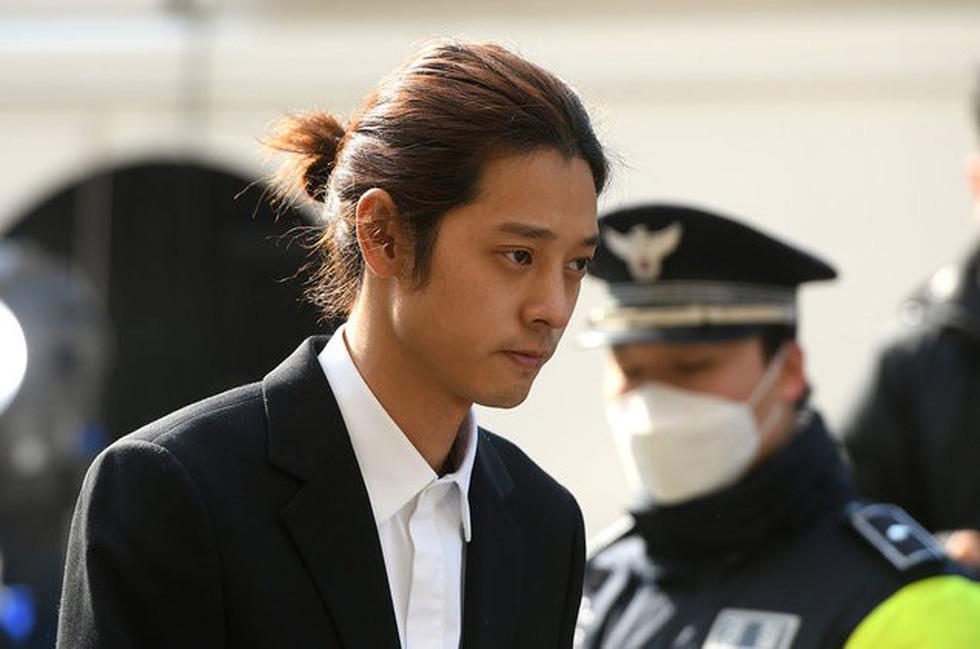 Bê bối tình dục, Jung Joon Young và Choi Jong Hoon bị kết án tù giam - Ảnh 4.