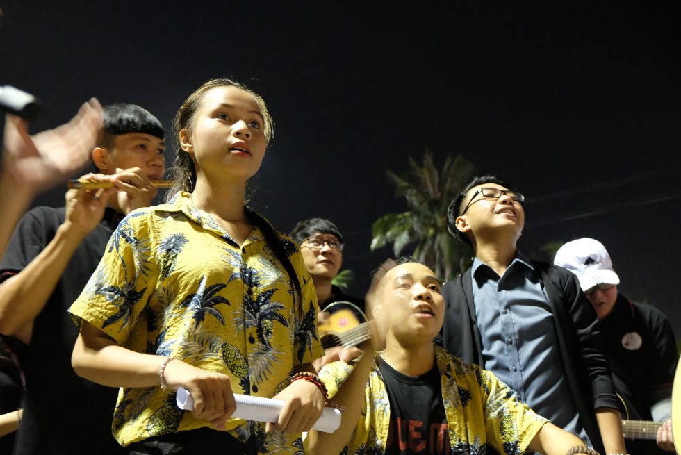 Du ca đường phố khuấy động đêm phố biển Nha Trang - Ảnh 7.