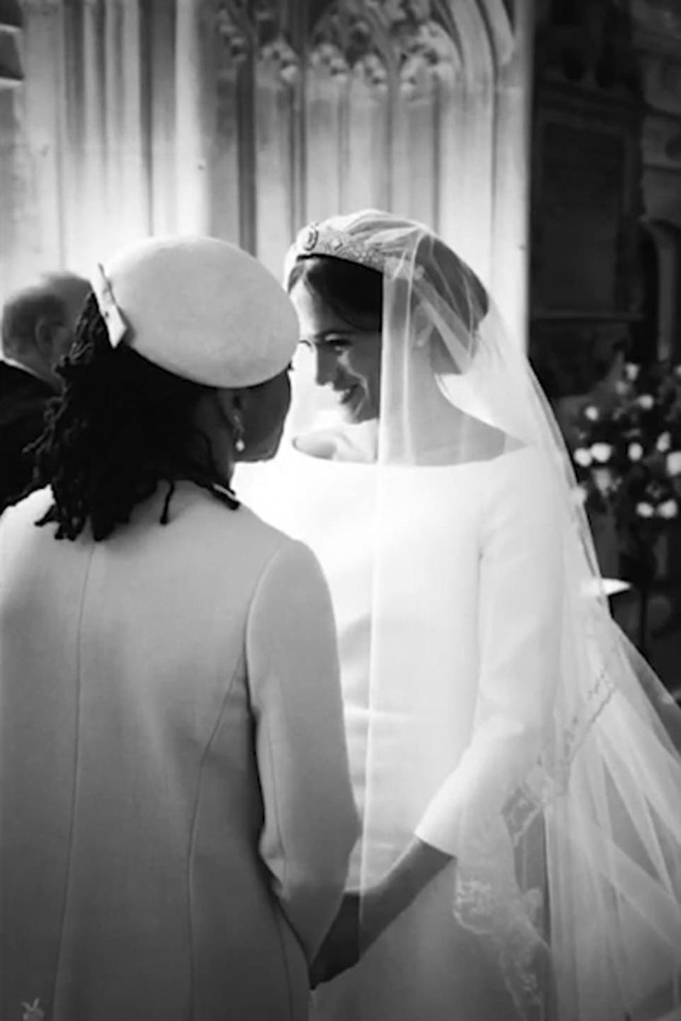 Dân Anh mê tít bộ ảnh một năm ngày cưới của vợ chồng hoàng tử Harry - Ảnh 1.