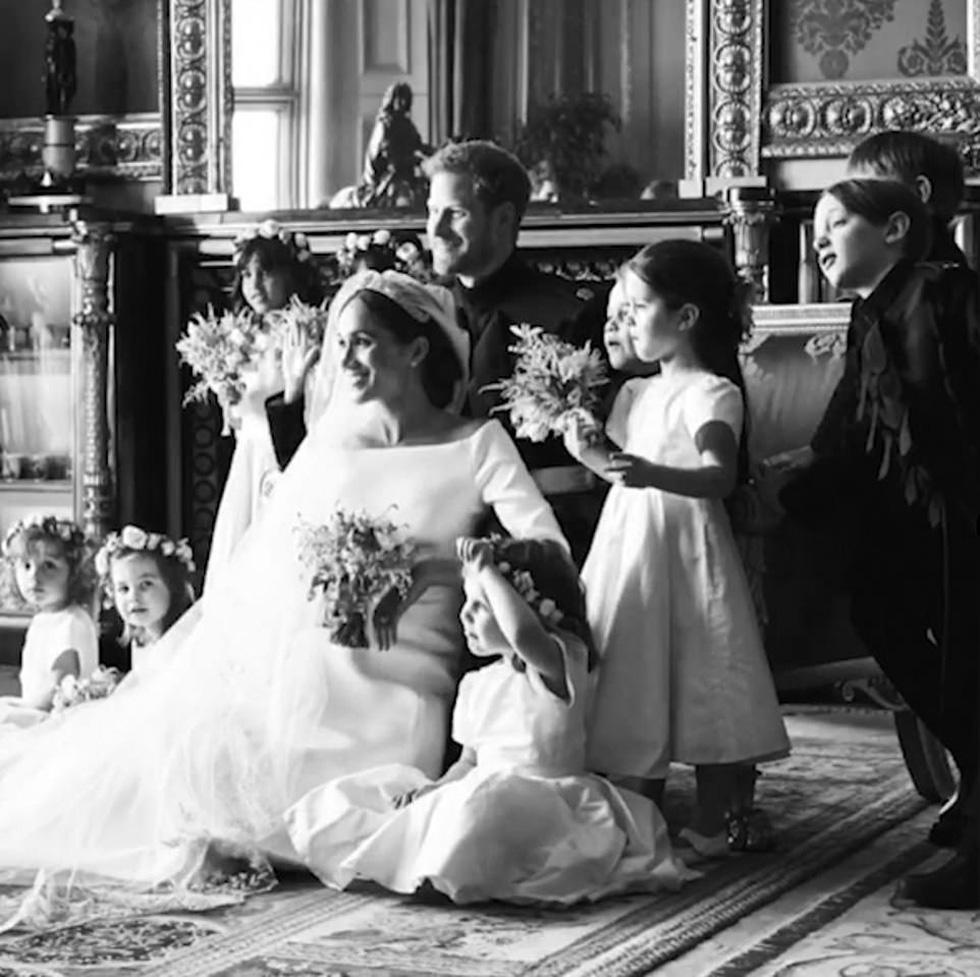 Dân Anh mê tít bộ ảnh một năm ngày cưới của vợ chồng hoàng tử Harry - Ảnh 3.