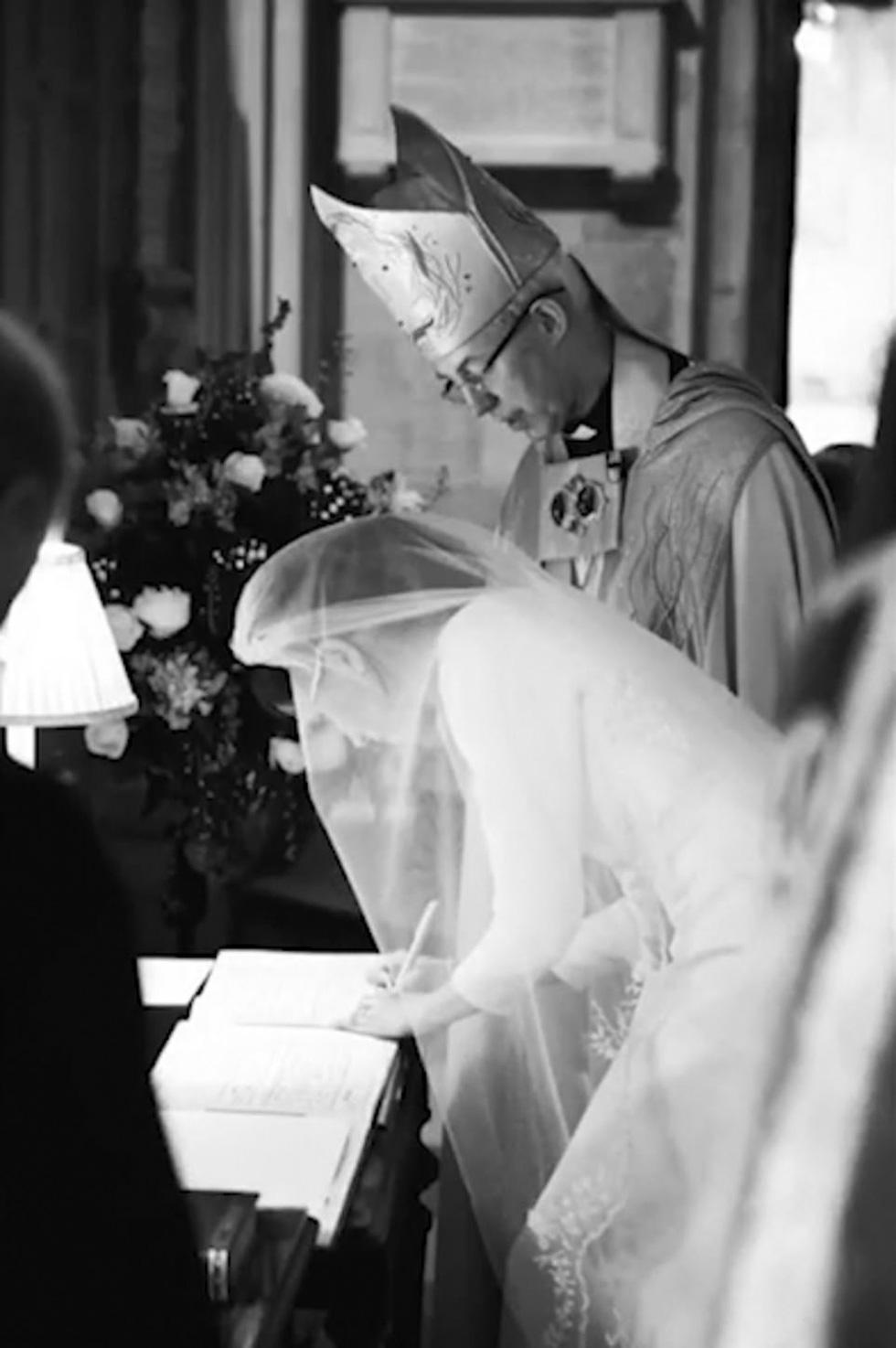 Dân Anh mê tít bộ ảnh một năm ngày cưới của vợ chồng hoàng tử Harry - Ảnh 5.