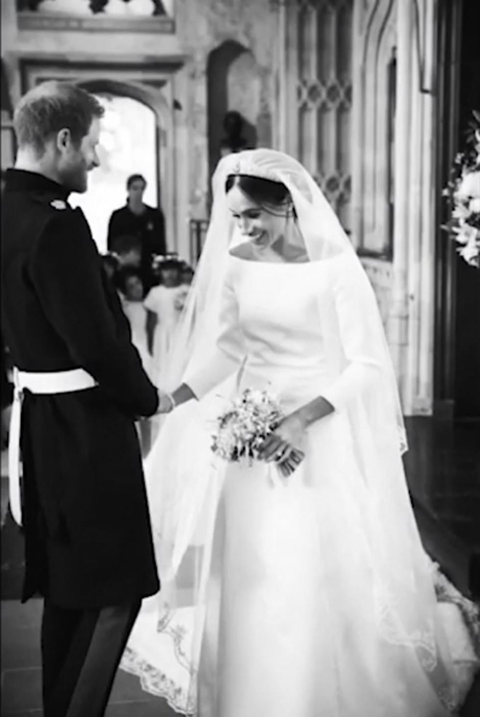 Dân Anh mê tít bộ ảnh một năm ngày cưới của vợ chồng hoàng tử Harry - Ảnh 2.