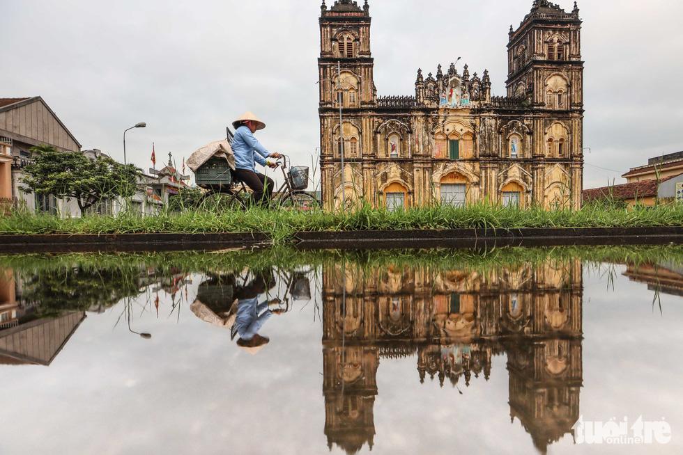Ngắm hình ảnh nhà thờ Bùi Chu đẹp ngỡ ngàng sắp hạ giải - Ảnh 1.