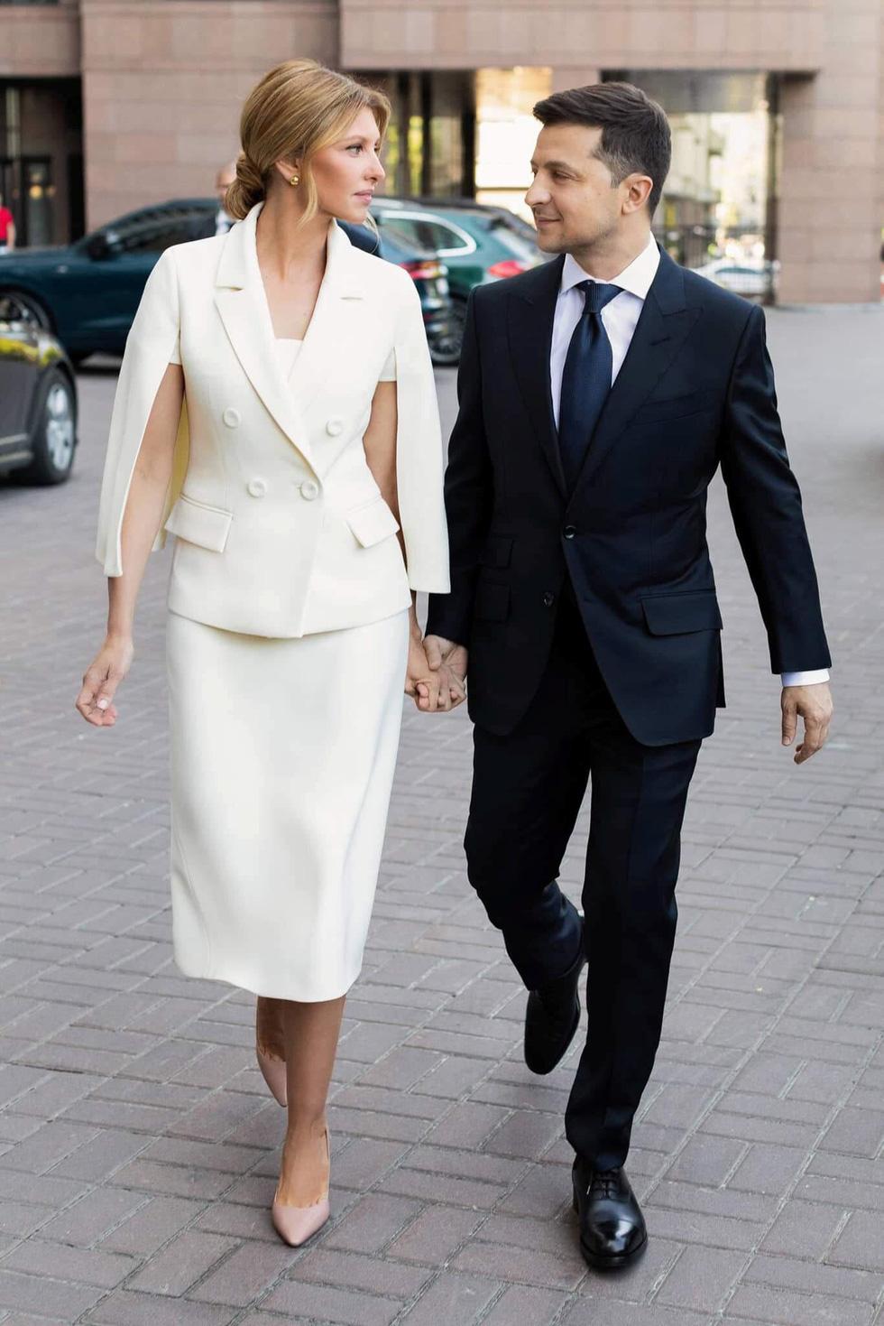 Tân Tổng thống Ukraine nhậm chức rất bình dân - Ảnh 3.