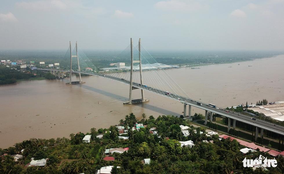 Những chiếc cầu phá thế qua sông lụy phà vùng sông nước miền Tây - Ảnh 1.
