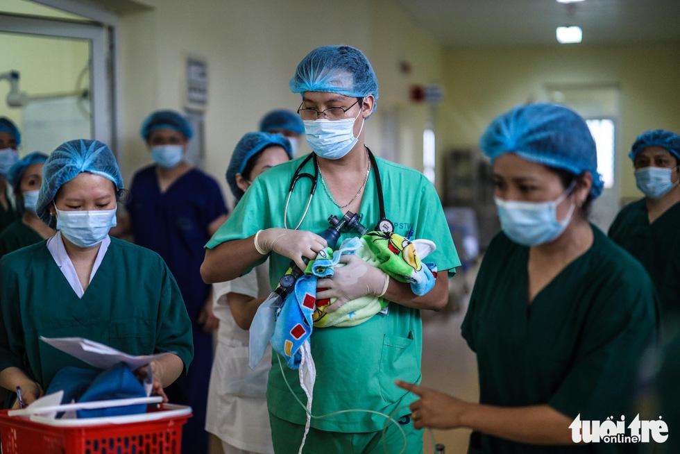 Xúc động ca mổ đặc biệt đón bé sơ sinh từ người mẹ ung thư giai đoạn cuối - Ảnh 9.