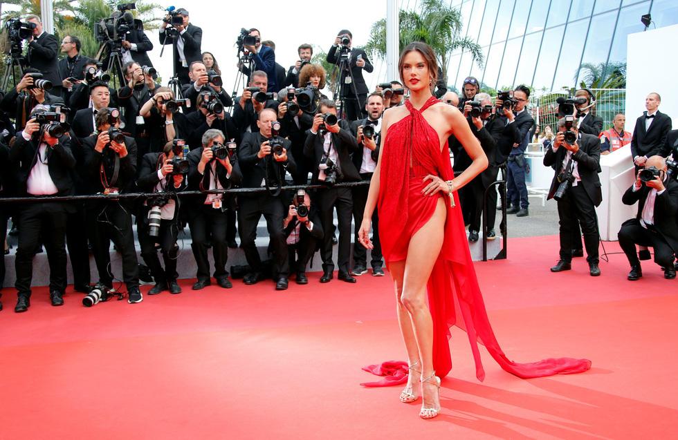 Những trang phục sexy nhất ở Cannes năm nay - Ảnh 1.