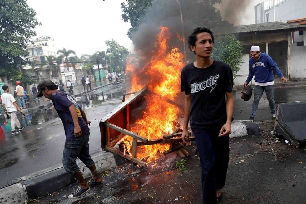 Chính quyền Indonesia: Nhóm biểu tình bạo loạn là 'lưu manh được trả tiền' - Ảnh 2.