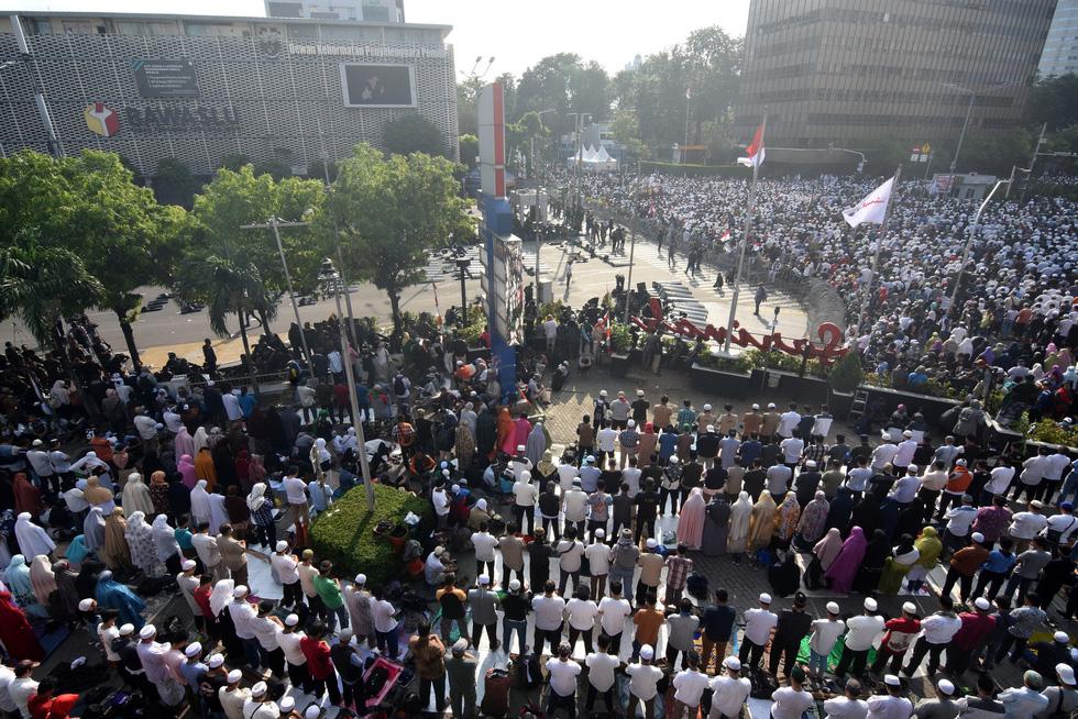 Chính quyền Indonesia: Nhóm biểu tình bạo loạn là 'lưu manh được trả tiền' - Ảnh 6.