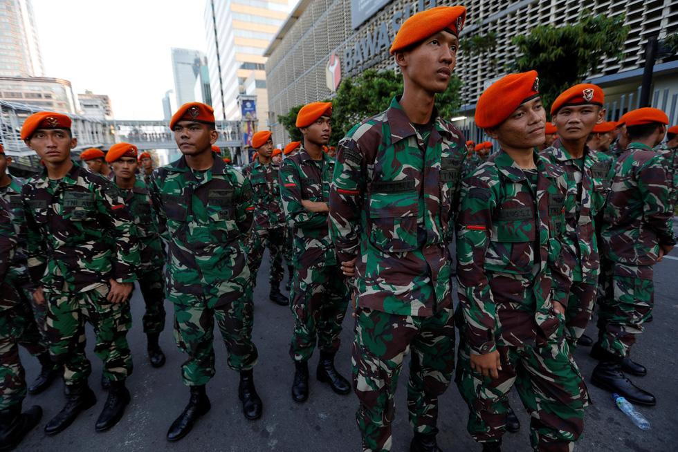 Chính quyền Indonesia: Nhóm biểu tình bạo loạn là 'lưu manh được trả tiền' - Ảnh 8.
