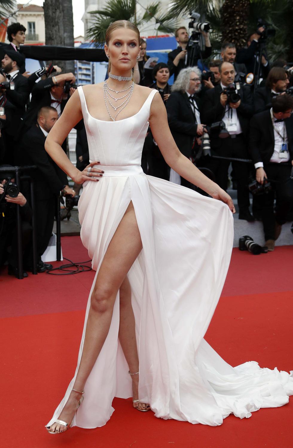 Những trang phục sexy nhất ở Cannes năm nay - Ảnh 4.