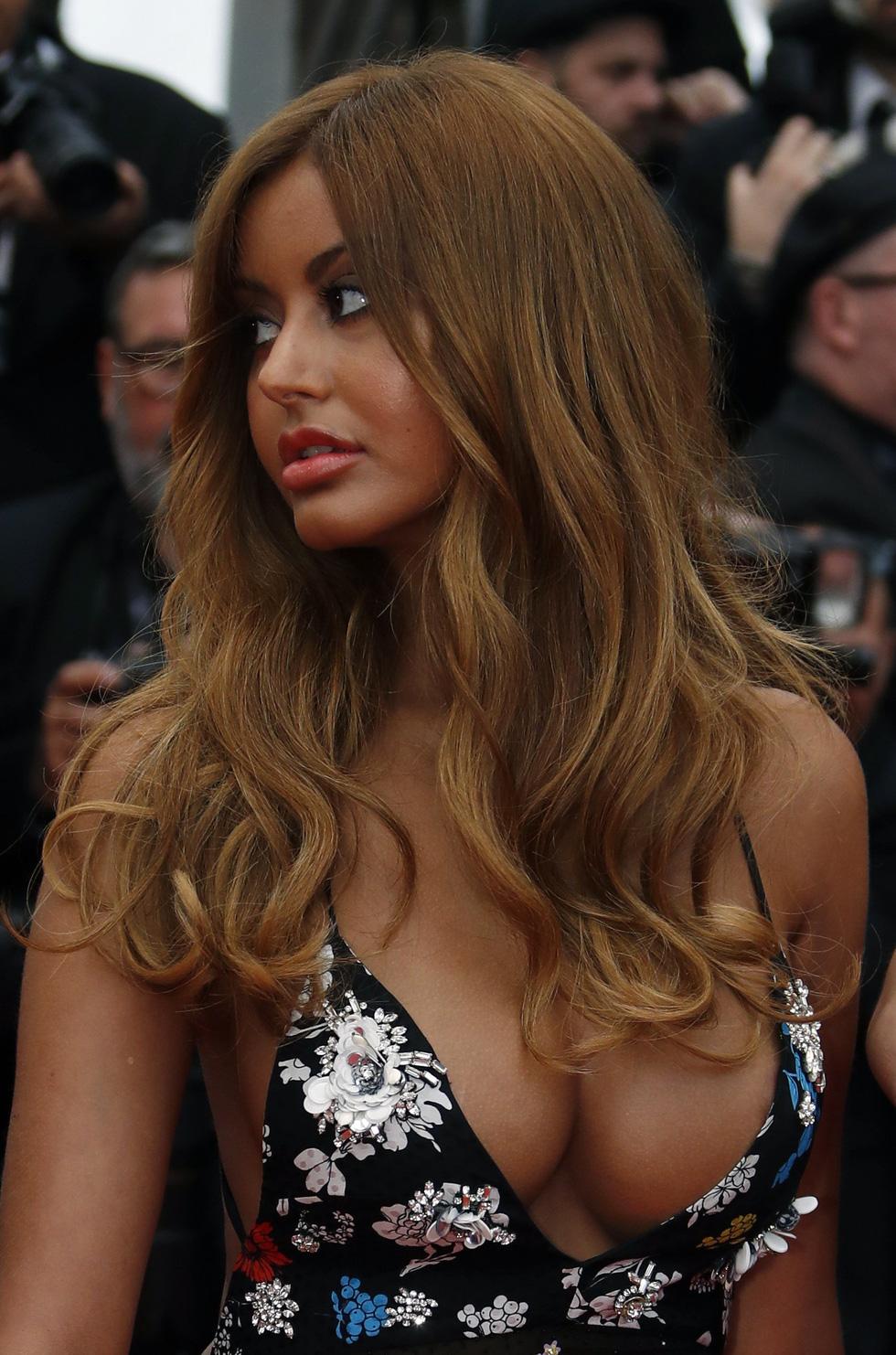 Những trang phục sexy nhất ở Cannes năm nay - Ảnh 6.