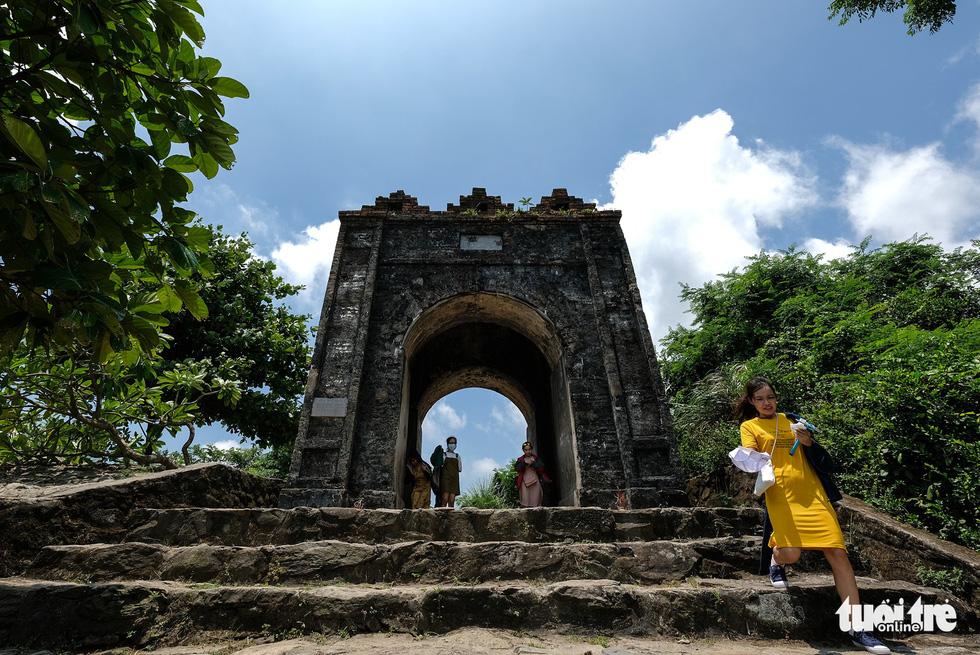 Lên đỉnh đèo Ngang khám phá 'cổng trời' bị lãng quên - Ảnh 6.