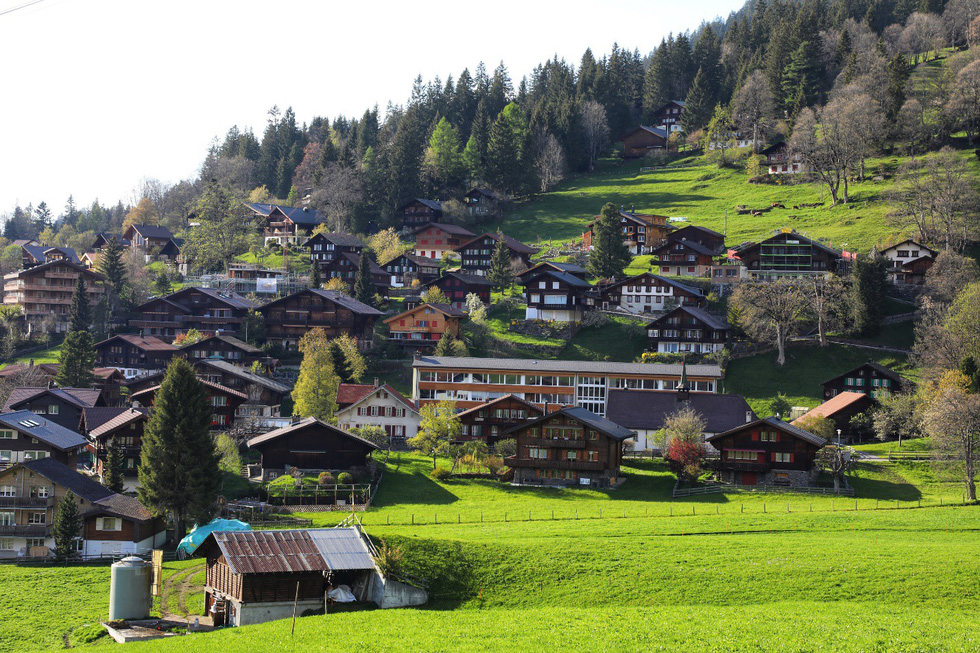 Ngôi làng bình yên ở Thụy Sĩ không có xe hơi - Ảnh 1.