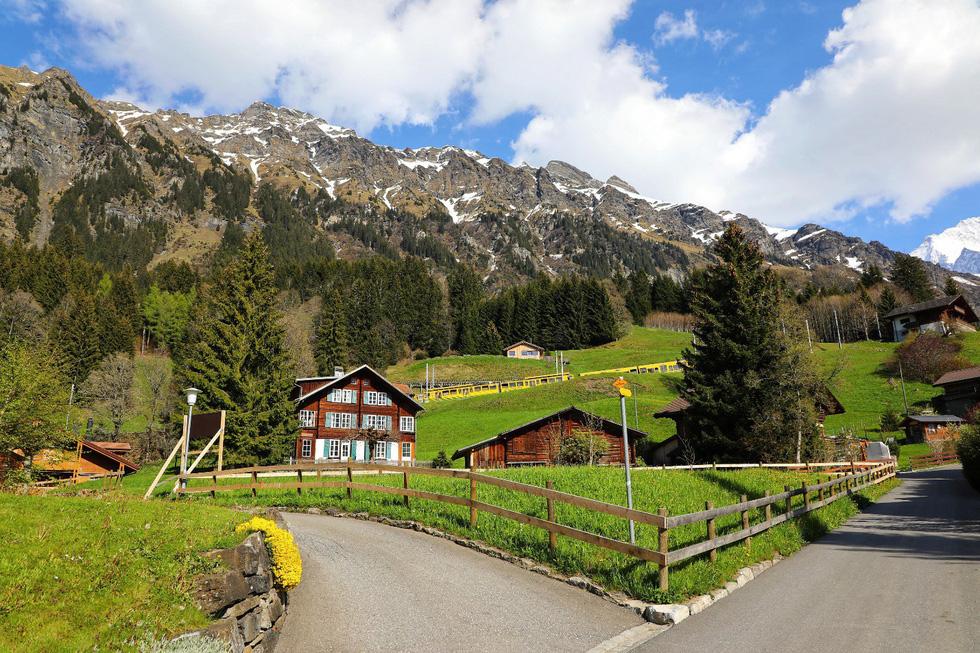Ngôi làng bình yên ở Thụy Sĩ không có xe hơi - Ảnh 3.