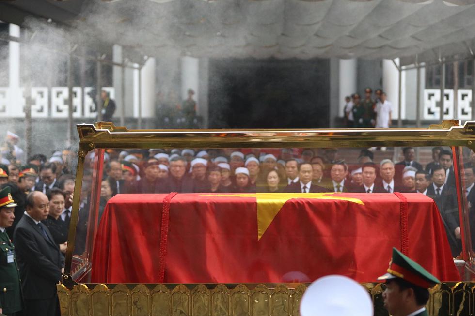 Đưa linh cữu nguyên Chủ tịch nước Lê Đức Anh vào TP.HCM an táng - Ảnh 5.
